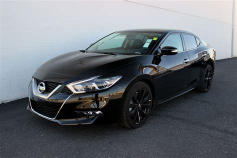 2017 Nissan Maxima SR with the Midnight Edition Package
