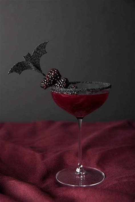 17 Halloween Cocktail Recipes that are Spooktacular - An