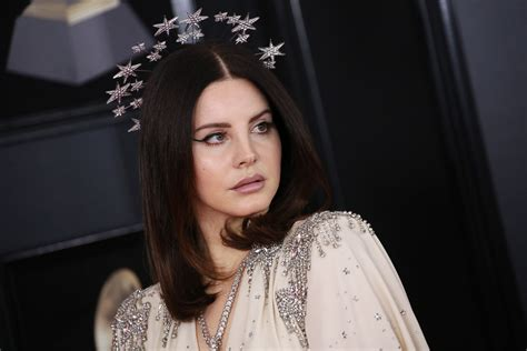 Lana Del Rey's 'Looking for America' Responds to Mass